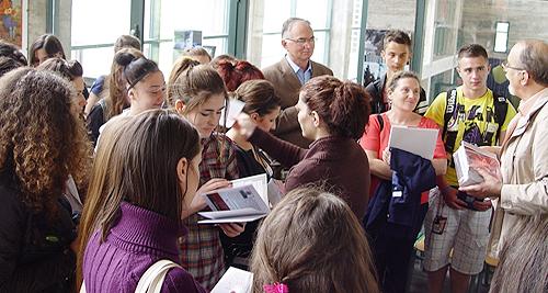 Μαθήματα Ελληνικών στις Εστίες και στα Παραρτήματα του ΕΙΠ - Χειμερινό εξάμηνο 2013-14