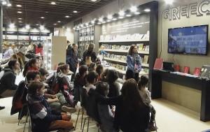 Νεαροί μαθητές από τα Ευρωπαϊκά σχολεία της ευρύτερης περιοχής της Φρανκφούρτης, συνομιλούν μέσω skype με συγγραφείς στην Ελλάδα