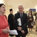 Η διευθύντρια του ΕΙΠ Ιταλίας, Αλίκη Κεφαλογιάννη, απευθύνει σύντομο χαιρετισμό στα εγκαίνια της έκθεσης.