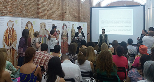 «Ένδυση. Παραδοσιακές Ελληνικές Φορεσιές», Βουκουρέστι, Πολιτιστικό Κέντρο «ARCUB», 21-24 Ιουνίου 2016.