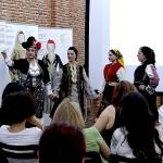 Παρουσίαση παραδοσιακών ενδυμασιών και Ελληνικών χορών.