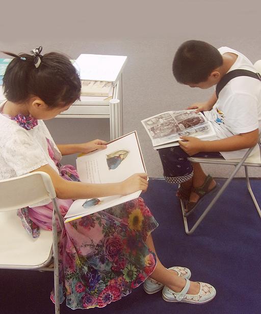 Μελέτη στο Ελληνικό Περίπτερο.