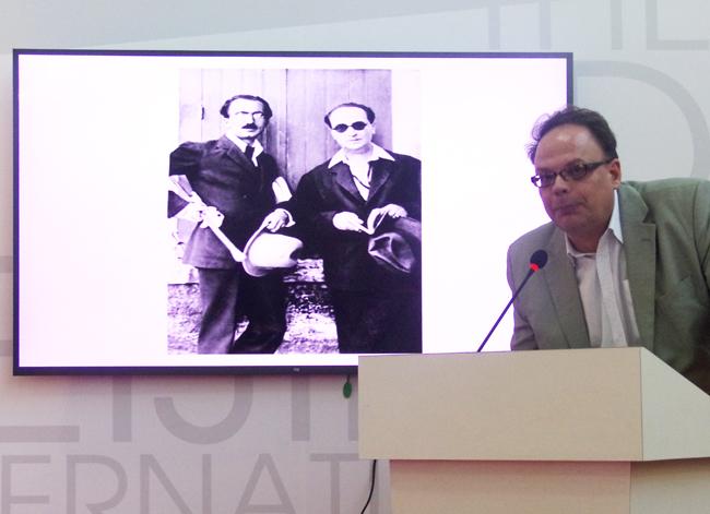 Ο κ.Ευθύμιος Αθανασιάδης, σύμβουλος επικοινωνίας Α΄ της Ελληνικής Πρεσβείας στο Πεκίνο, στον επίλογο της εκδήλωσης για τον Νίκο Καζαντζάκη.