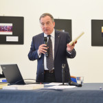 Ο καθηγητής του Πανεπιστημίου Αθηνών, κ. Γεράσιμος Ζώρας, κατά τη διάρκεια της διάλεξης.
