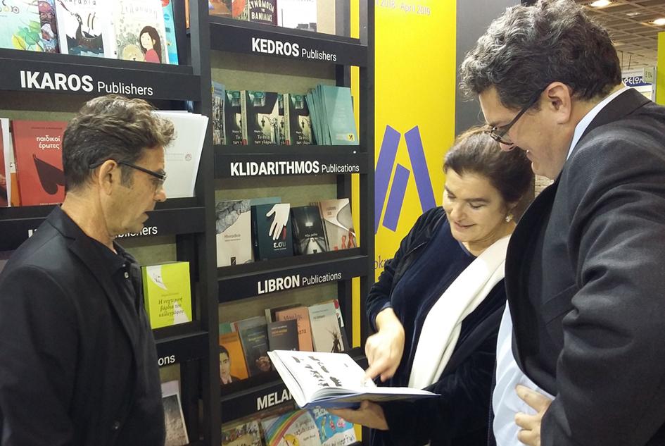 Στιγμιότυπο από την επίσκεψη της Υπουργού Πολιτισμού, Λυδίας Κονιόρδου, στο ελληνικό περίπτερο.