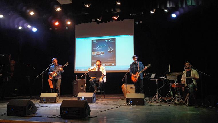Φωτογραφικό στιγμιότυπο από τη συναυλία στο Μικρό Θέατρο του Συνεδριακού Κέντρου της Αλεξανδρινής Βιβλιοθήκης.