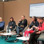 Ο εκδότης Pascal Arnaud (Quidam Editeur) που έχει εκδώσει πολλούς Έλληνες συγγραφείς, μεταξύ των οποίων και βιβλία της Μαρίας Ευσταθιάδη, συνομιλεί, πέρα από την τελευταία, με τον συγγραφέα Χρήστο Χρυσόπουλο και με τους Γάλλους εκδότες και μεταφραστές, Anne-Laure Brisac και Michel Volkovitch.