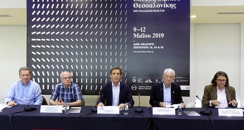 Από αριστερά ο διευθυντής της ΔΕΒΘ, κ. Μανώλης Πιμπλής, το μέλος του δ.σ. του ΕΙΠ, κ. Γιώργος Παπαναστασίου, ο πρόεδρος της ΔΕΘ-Helexpo, κ. Τάσος Τζήκας, ο δήμαρχος Θεσσαλονίκης, κ. Γιάννης Μπουτάρης και η αντιδήμαρχος Πολιτισμού, κα Έλλη Χρυσίδου.