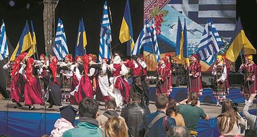 Το χορευτικό συγκρότημα του ΕΙΠ στην Οδησσό, κατά τη διάρκεια των εκδηλώσεων για τον εορτασμό της 25ης Μαρτίου, το 2018.