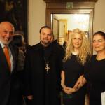 Στιγμιότυπο κατά τη διάρκεια των εγκαινίων. Από αριστερά: Μιχάλης Χατζάκης, Πρόξενος της Κύπρου στην Τεργέστη, Αρχιμανδρίτης Γρηγόριος Μηλιάρης, Βένια Δημητρακοπούλου και Αλίκη Κεφαλογιάννη, Διευθύντρια του ΕΙΠ Ιταλίας..