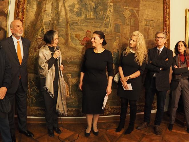 Η κα Λάουρα Καρλίνι Φανφόνια, Διευθύντρια των Μουσείων στην Τεργέστη, κατά τη διάρκεια της ομιλίας της, στα εγκαίνια της έκθεσης.