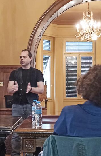 Φωτογραφικό στιγμιότυπο κατά τη διάρκεια της ομιλίας του εισηγητή, κ. Ηλία Φλωράκη