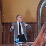 Ο Πρόεδρος της Ένωσης Σεναριογράφων Ελλάδας, κ. Αλέξανδρος Κακαβάς, κατά τη διάρκεια της εισήγησής του στο Σεμινάριο