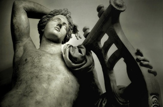 Apollo with lyre. Museo Capitolini, Rome, photo by Ricardo André Frantz, Wikimedia Commons.